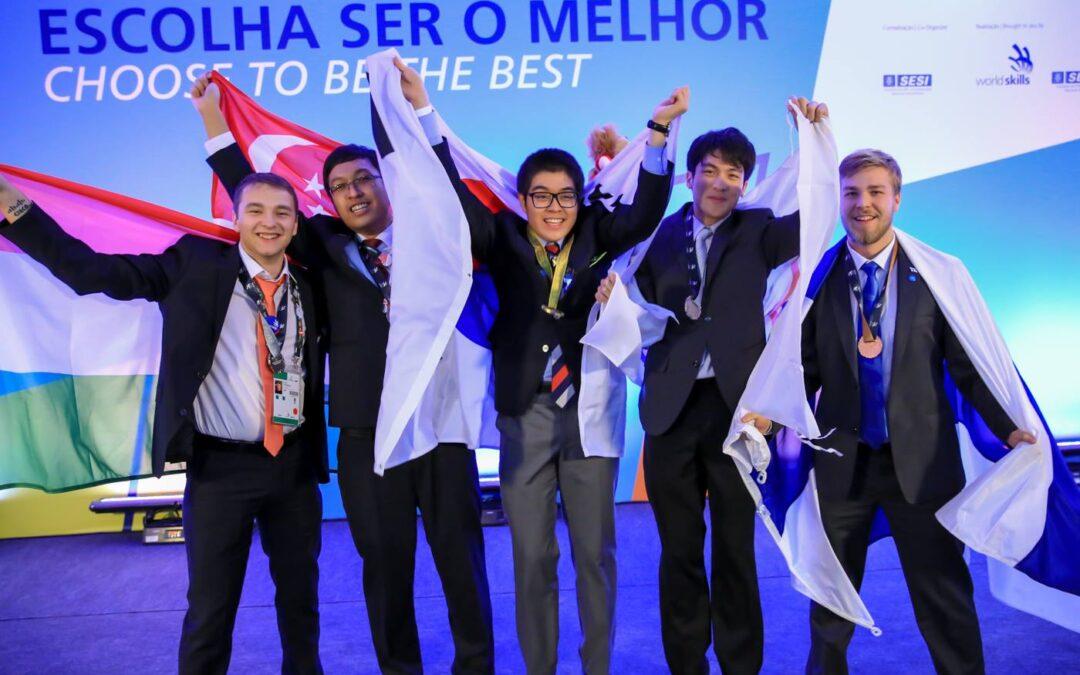 Magyar informatikus a világ legjobbjai között: ezüstérem a szakmai világbajnokságon